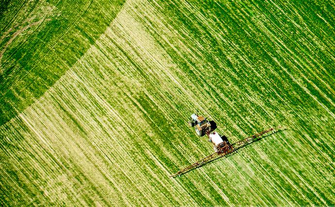 Зеленський підписав закон про земельну децентралізацію